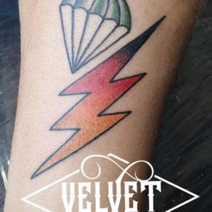 tatuaggio fulmine velvet